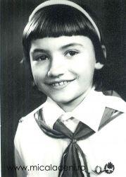 Adelina Both(Croitor-Mihuta) Septrmbrie 1989 - in uniforma de Pioner al Patriei - ținuta obligatorie la Scola în regimul comunist
