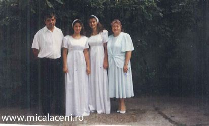 Botez 10 August 1997-Adelina si Amalia Croitor-Mihuta-Alaturi parintii Fredi si Dorina