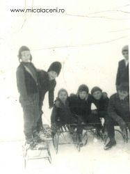 Copii din Micalaca la sanius in 1971 - intre acestia sunt si copii din familia Mihuta Savu (Savulica)