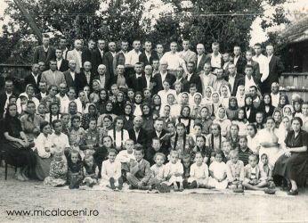 O parte din membrii Bisericii Penticostale Micalaca (a)