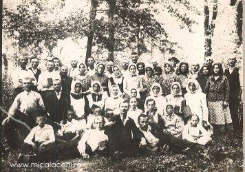O parte din membrii Bisericii Penticostale Micalaca (b)