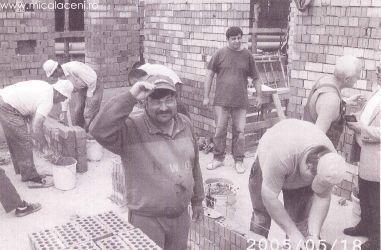 grup de frati lucrand pe santierul Bisericii  - 2005