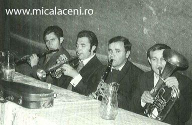 muzicanti la nunta in sat Crocna 1974-miri Gigi si Juji-  la clarinet Savu Tislar, trompeta Ion Birzan, clarinet Coman Grigore